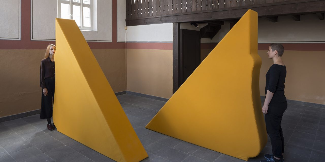 Synagoge Stommeln:  Franz Erhard Walther – Zwei Körperformen GELB
