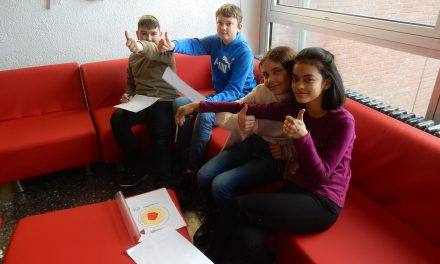 Neues, repariertes Sofa an der Marion-Dönhoff-Realschule in Pulheim