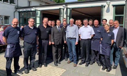 Mitglieder der Ehrenabteilungen der Freiwilligen Feuerwehren des Rhein-Erft-Kreises besuchten die Stadt Pulheim