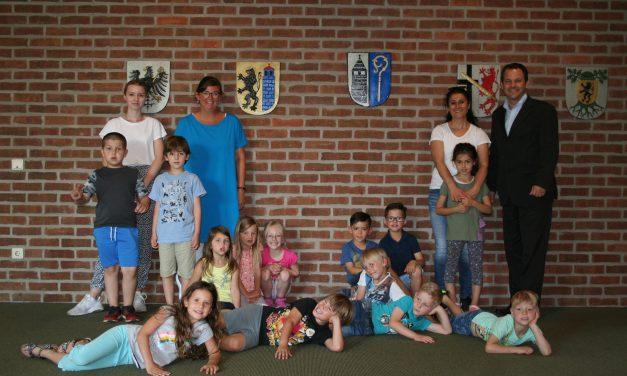 Maxi-Kinder im Ratssaal