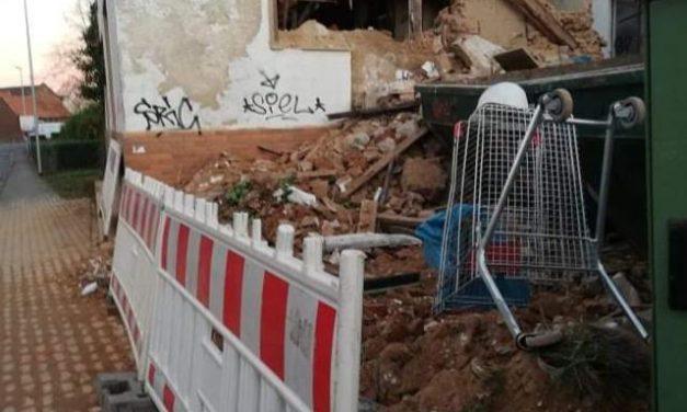 """Ehemaliges """"Altenkemper-Haus"""" in der Kreuzstraße in Sinthern wird zur Gefahrenstelle"""