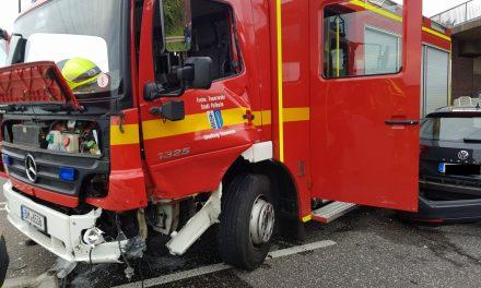Verkehrsunfall mit einem Löschfahrzeug
